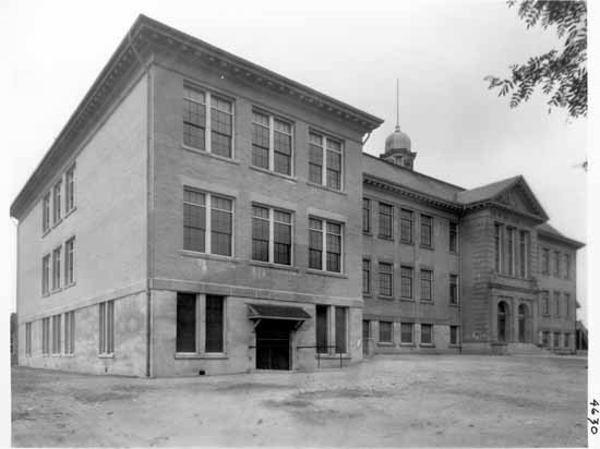 View of Sir William Van Horne School at 5835 Ontario St. in 1927. VPL Accession Number: 4630