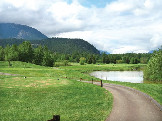 On Big Sky's 378-yard 16th hole, water is very much an issue. It's a long, right-swooping dogleg with water on the right from tee to green. It's easy to find the rough on the left as you try to escape the starboard hazard.