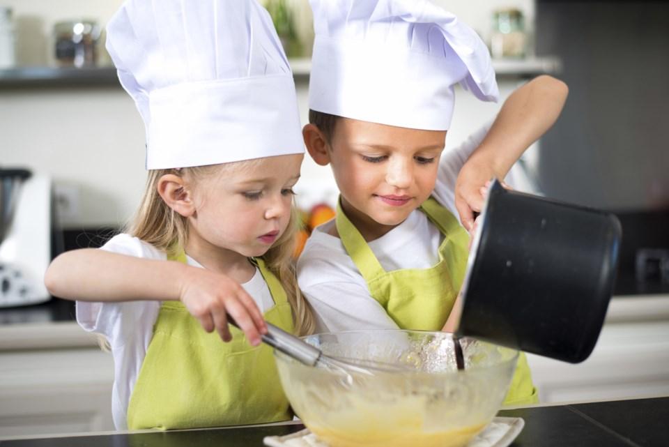 Thinkstock, kids cooking