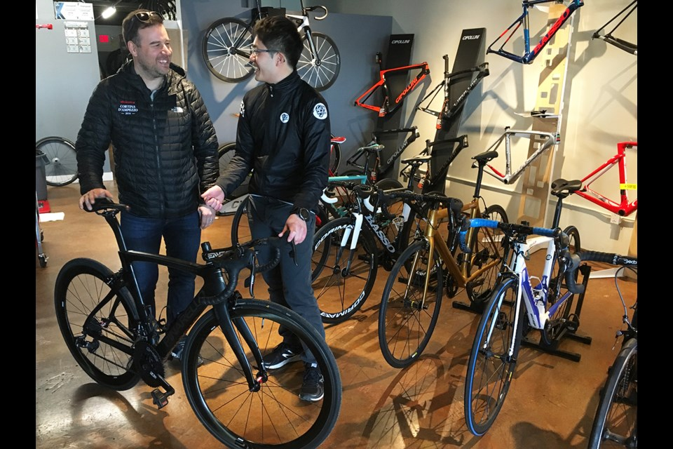 A day after Vincent Marcotte told Veloholic's Phil Liu that his Pinarello had been damaged in a practice run, Liu had the custom-made bike in race form for this weekend.