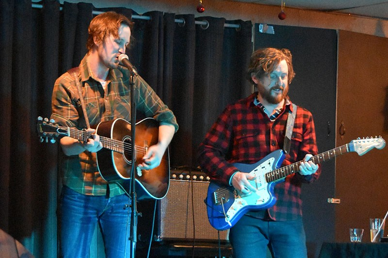 Del Barber, left, and Grant Siemens, right, during their first set at the Snow Lake Motor Inn.