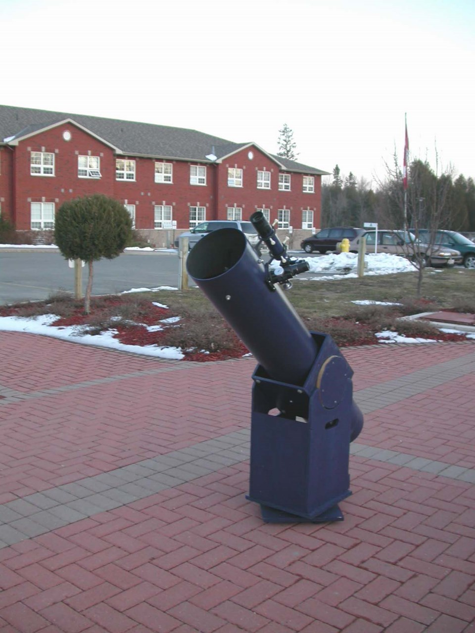 A telescope like this 1977 model with a Dobsonian mount that has no electronics costs abotu $600 to
