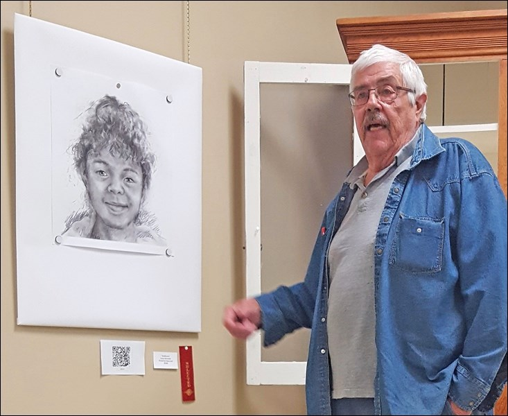 Rolf Krohn discussing Lynn Strendin's drawing. Photos submitted