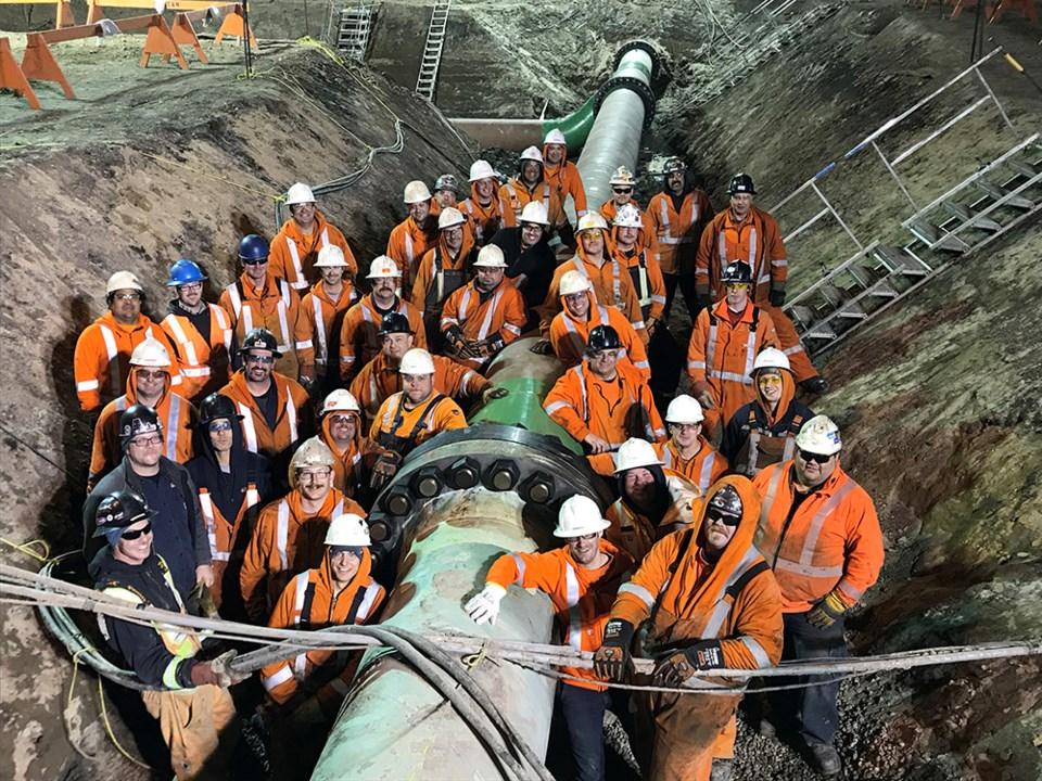 Enbridge Line 3 replacement Final L3R Tie In crew