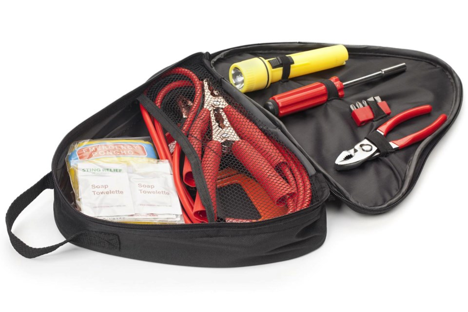 Article-10B_dont-leave-home-without-these-essential-tools-in-your-trunk
