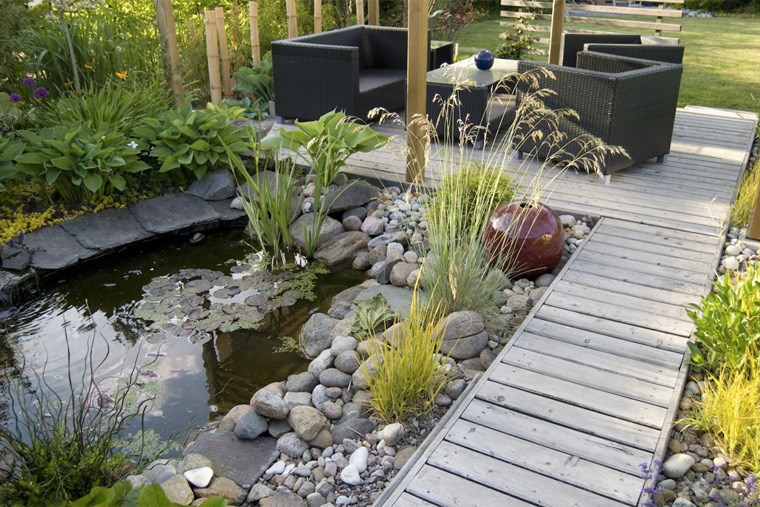 24A_from-ponds-to-waterfalls-outdoor-water-features-you-can-diy