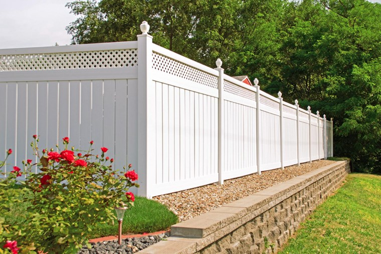 27B_diy-or-hire-a-pro-backyard-fencing-and-wall-ideas