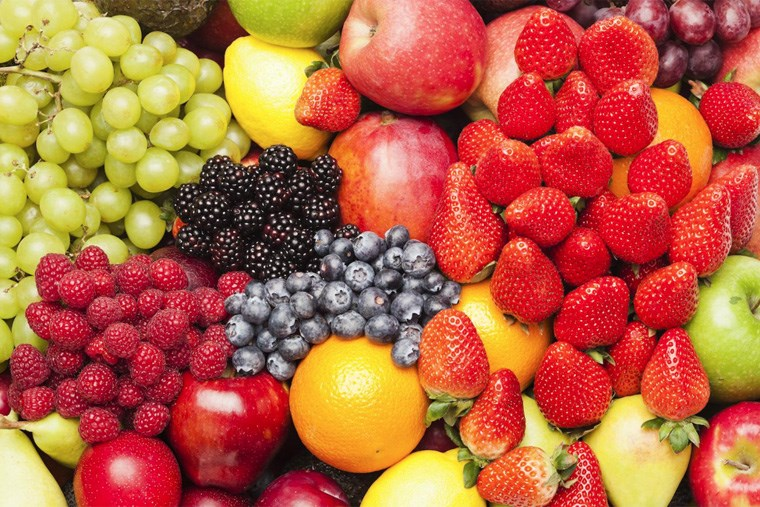 24A_eat-the-rainbow-why-fruits-of-every-color-belong-on-your-plate