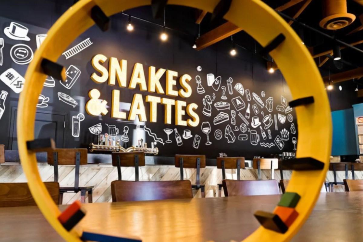 snakes1 jpg;w=1200;h=800;mode=crop.