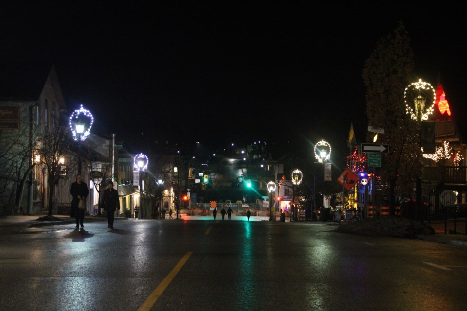Metcalfe Street in downtown Elora has been closed on Starlight Shopping nights to allow for social distancing. Keegan Kozolanka/GuelphToday