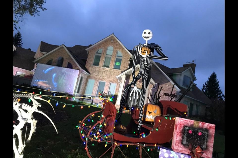 Christmas Halloween.Halloween Display Of The Night Before Christmas Back For