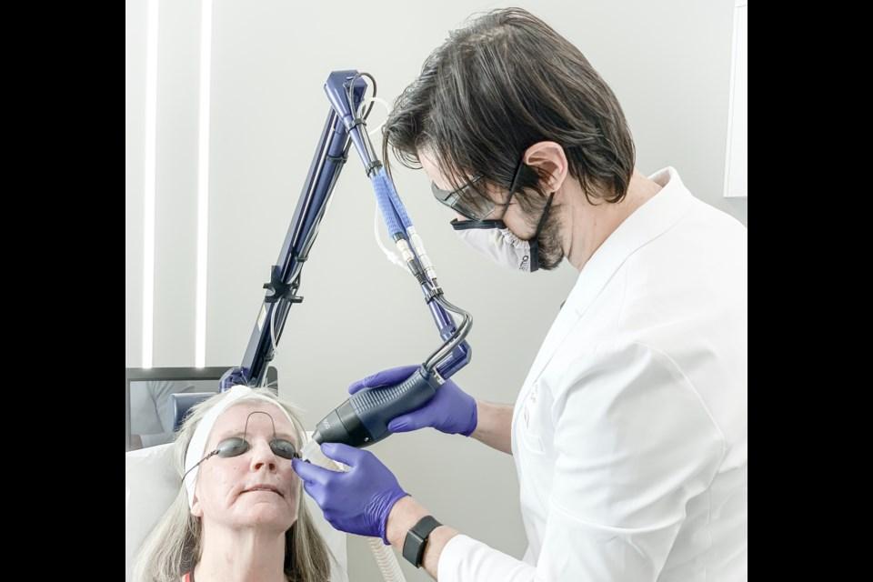 Dr. Sajic performing laser resurfacing at deRMA Skin Institute (supplied photo)