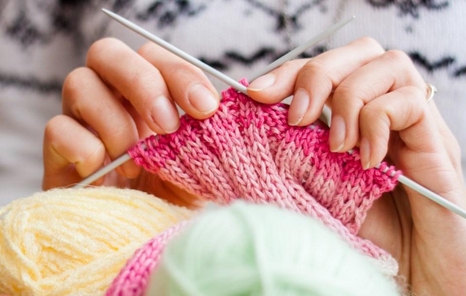 032019-knitting-knit-AdobeStock_49725419
