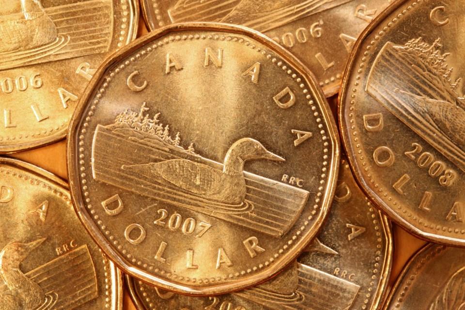 013020 - money - loonie - canadian cash - AdobeStock_19332420