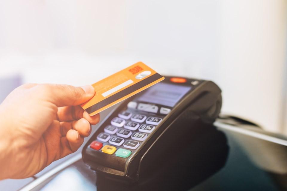 052720 -  debit machine - credit machine - AdobeStock_269679847