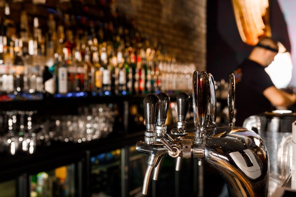 091118-bar-nightclub-bartender-drinking-alcohol-AdobeStock_101429544