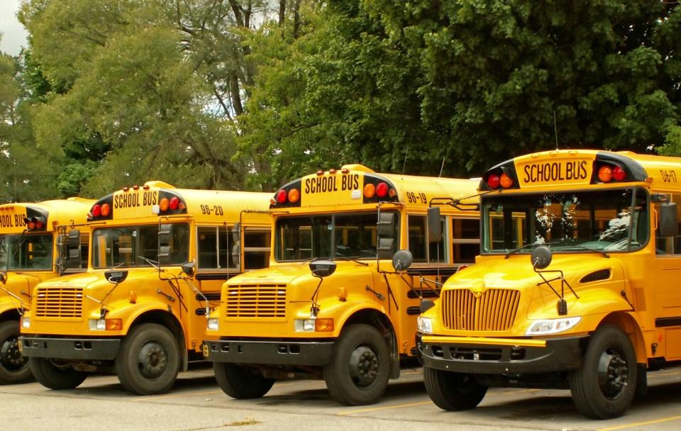 010517-school bus-AdobeStock_1089998