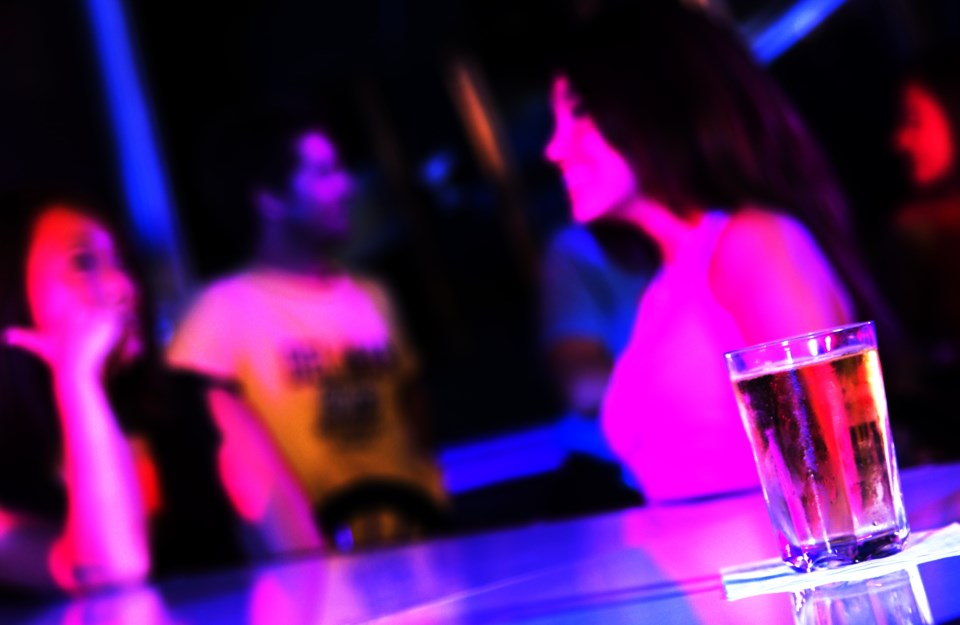 042418-bar-party-nightclub-drink-spiked-nightlifeAdobeStock_20900756
