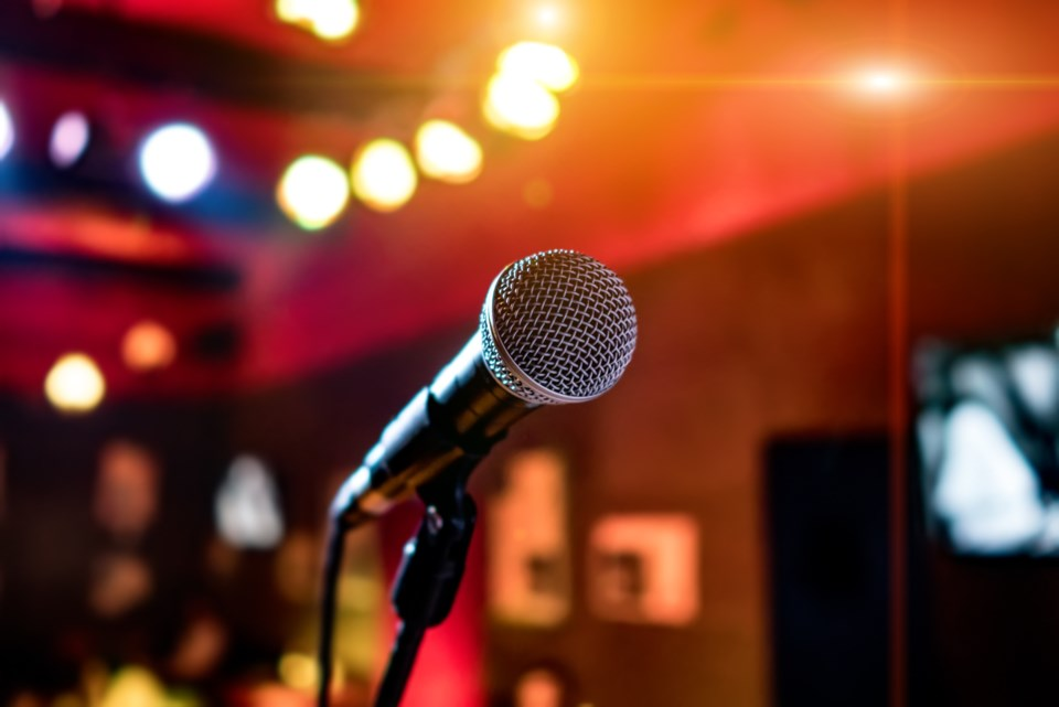 072518-karaoke-open mic-performance-microphone-musician-sing-bar-emcee-stage-AdobeStock_111094746
