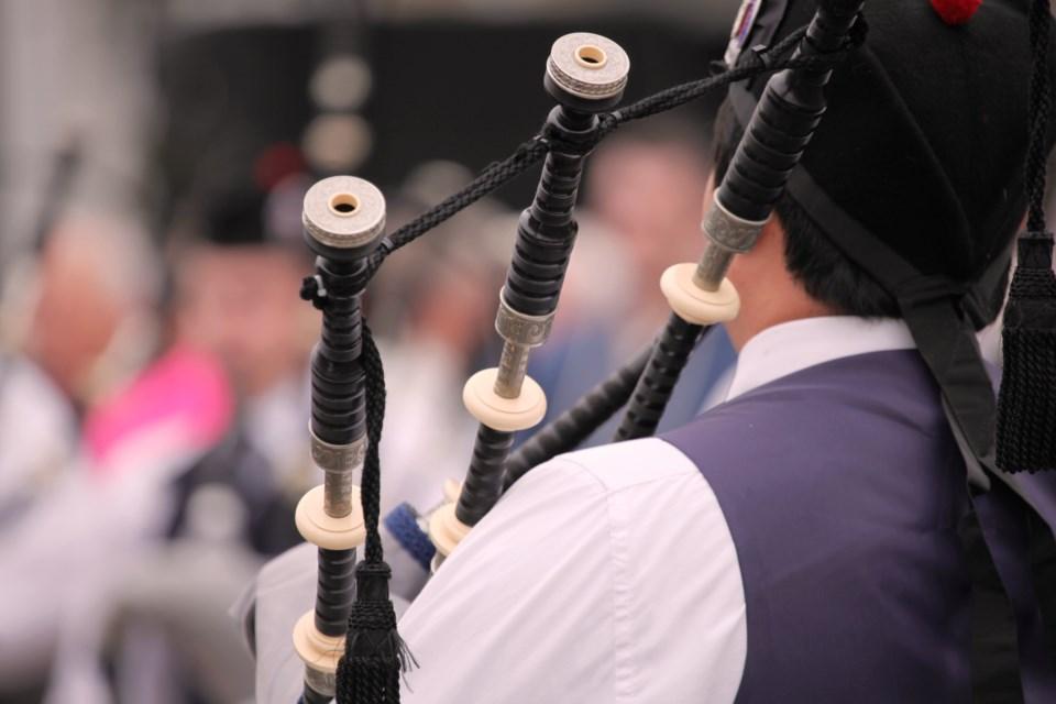 100218-scottish-bagpipe-piper-bagpipes-AdobeStock_89990621