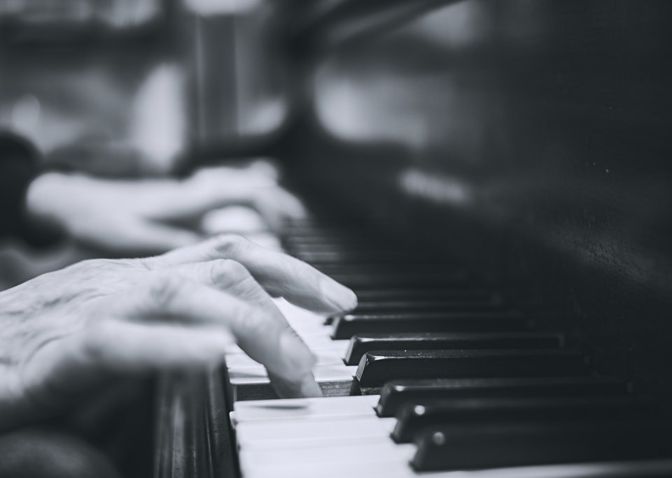piano palying black and white