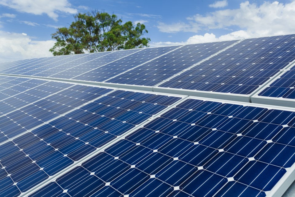 060518-solar-panel-AdobeStock_49636924