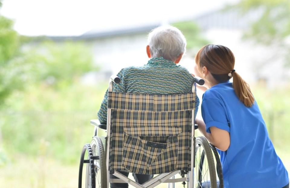 061020 - nursing home long term care home retirement home nurse senior elderly - AdobeStock_224972371