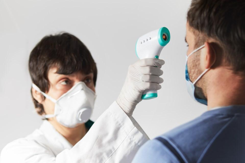 091720 - temperature screening - termometer - covid screeningAdobeStock_334572281