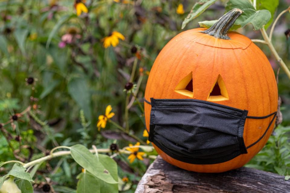 101420 - halloween covid AdobeStock_376548182