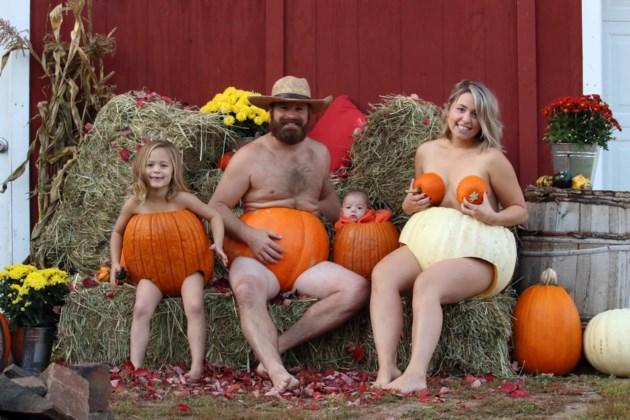 101819-pumpkin dunk family photo