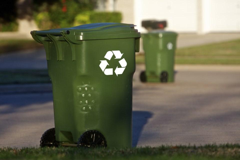 062519-compost-green bin-green cart-AdobeStock_44899245
