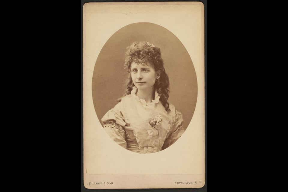 Anna Eva Fay (1851 – 1927) was born in Ohio. (Harvard Theatre Collection, Houghton Library,