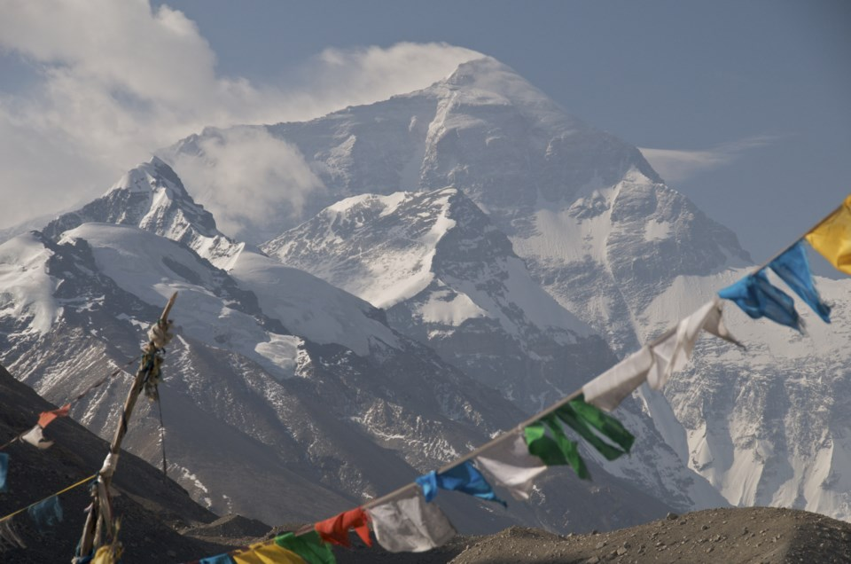 051019-Himalayas-mountain climbing-everest-nepal-AdobeStock_15180753