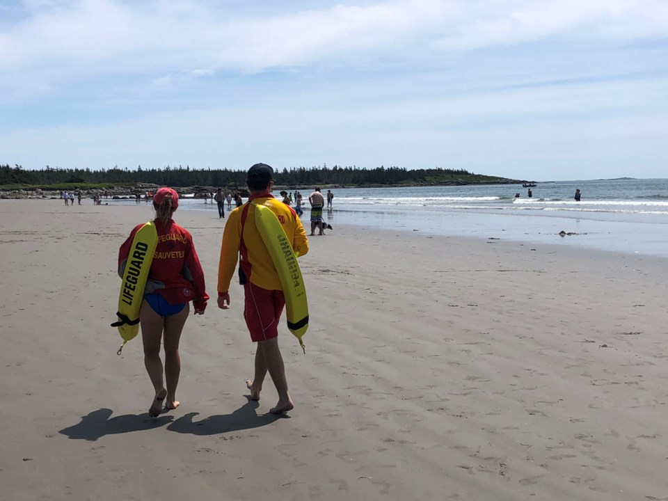 082018-lifeguard-lifeguards-life guard-lifeguards-beach-clam harbour beach-IMG_7234