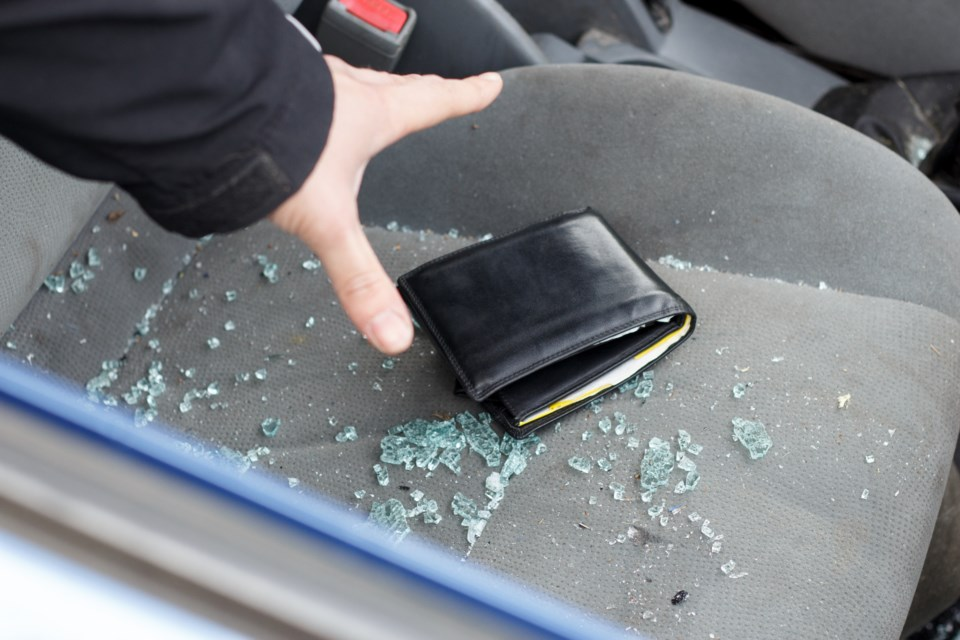 101717-car break in-vehicle theft-AdobeStock_83705159-MG