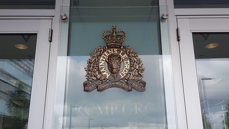 000000-rcmp logo door