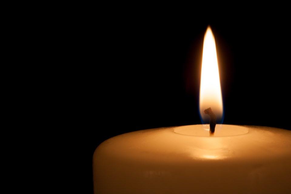 011918-candle-funeral-memorial-AdobeStock_91187123