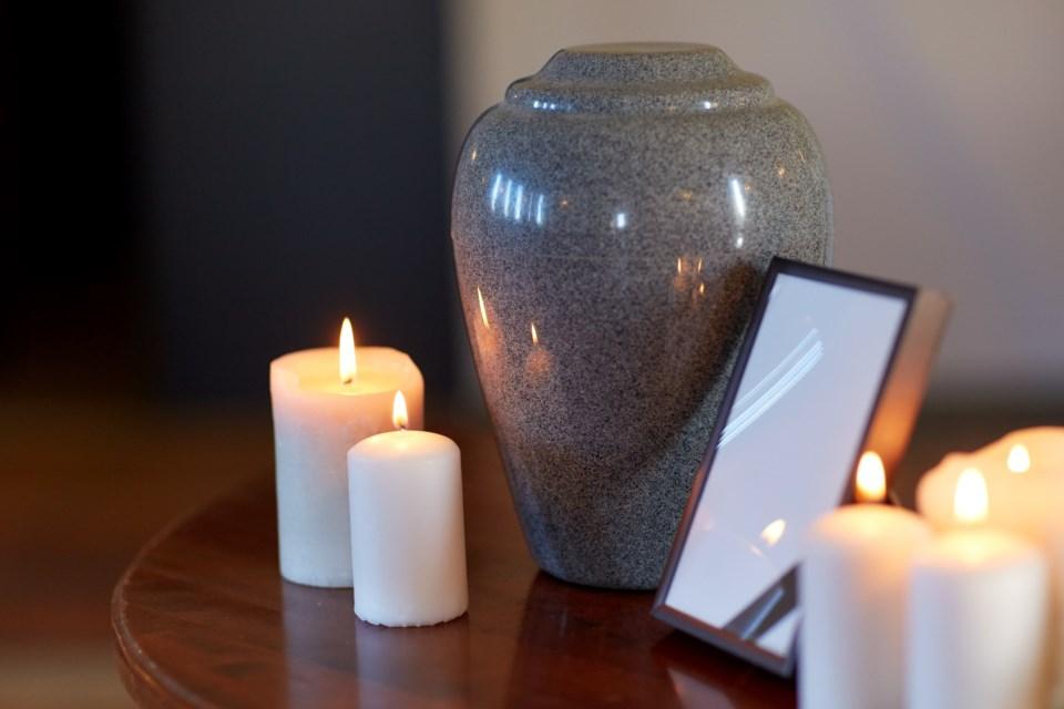funeral-urn-cremation-AdobeStock_161581476
