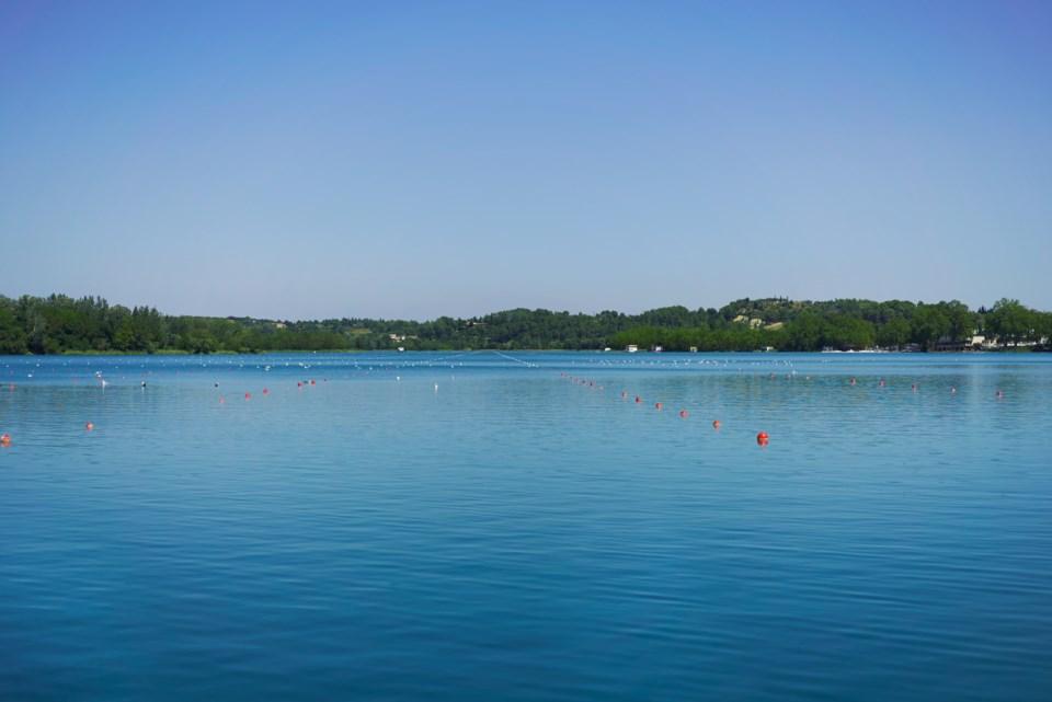 011018-canoe-kayak-rowing-AdobeStock_121794649