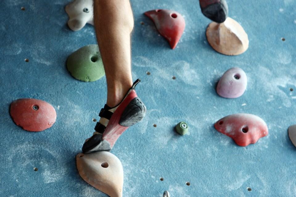 031519-indoor climbing wall-AdobeStock_16058099