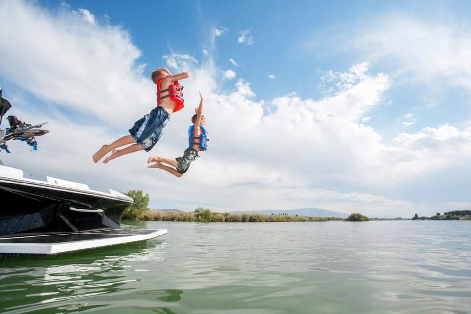 062118-vacation-swimming-lake-cottage-summer-AdobeStock_140119595