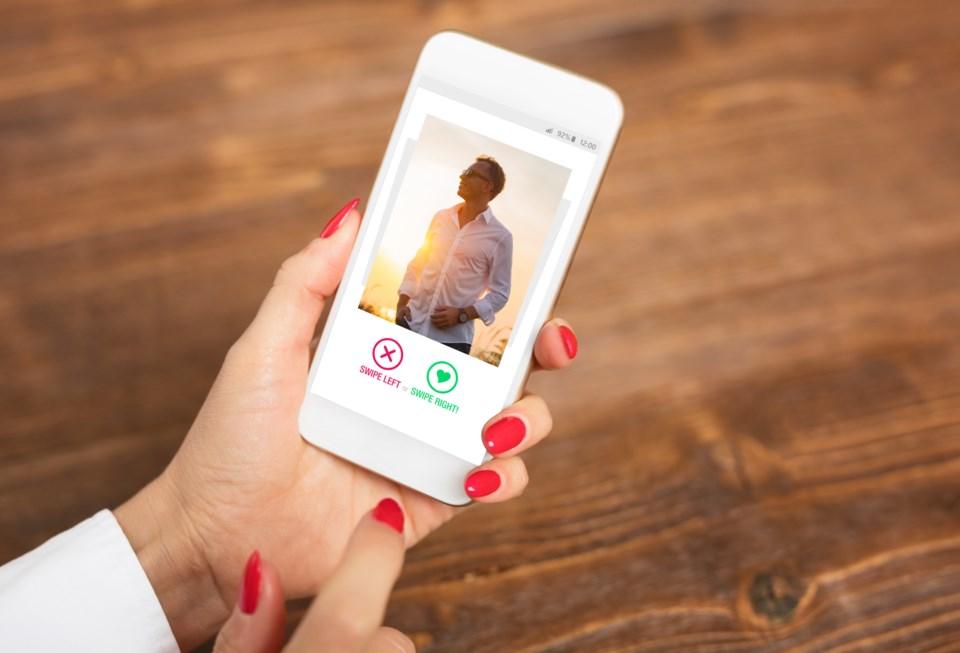 061520 - online dating dating app tinder AdobeStock_203358950