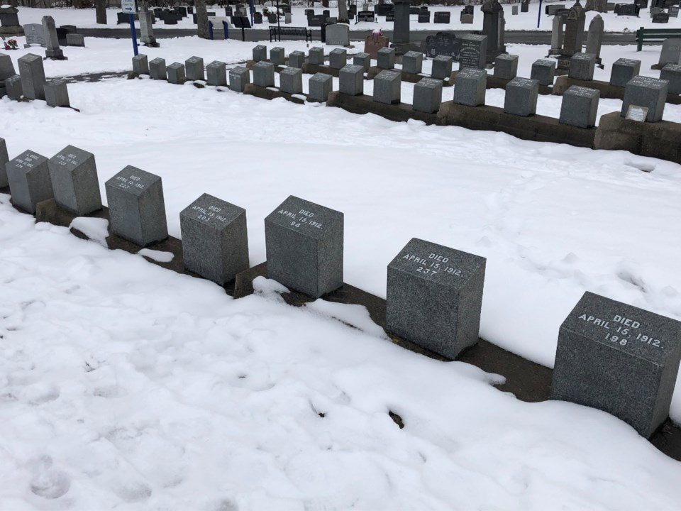 041119-fairview lawn cemetery-titanic-unknown victims-IMG_0192