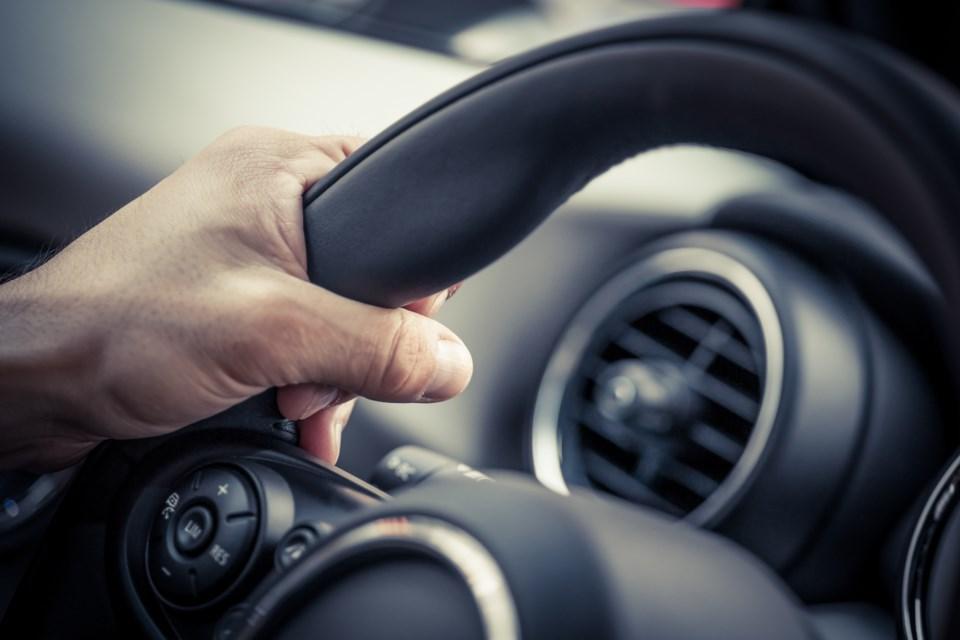 020218-car-driver-AdobeStock_69061271