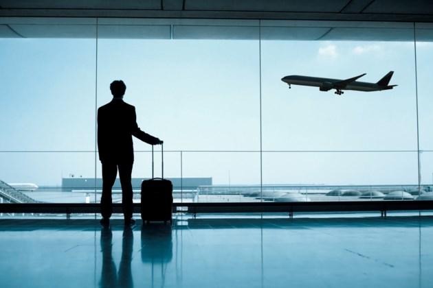 052818-airplane-airport-passenger-flying-flight-travel-AdobeStock_65302562
