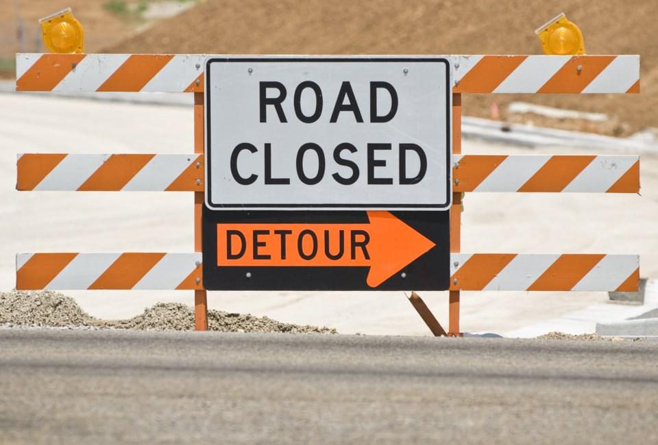 112119-road closed detour - AdobeStock_73179369