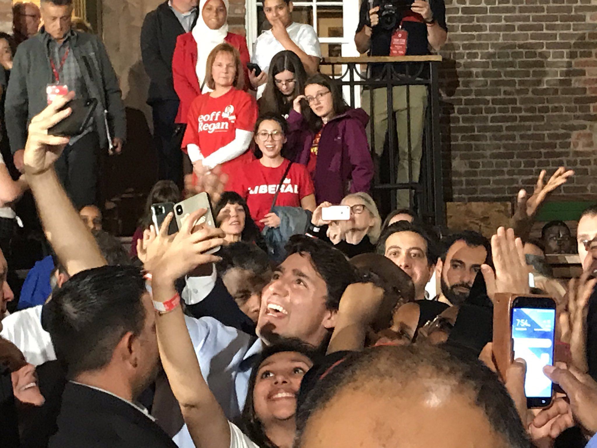 Trudeau rallies with supporters during stop in Halifax