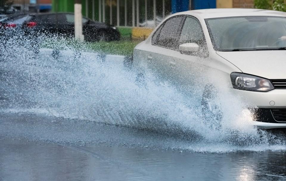 042918-hydroplane-hydroplaning-driving rain-flood-AdobeStock_112038029