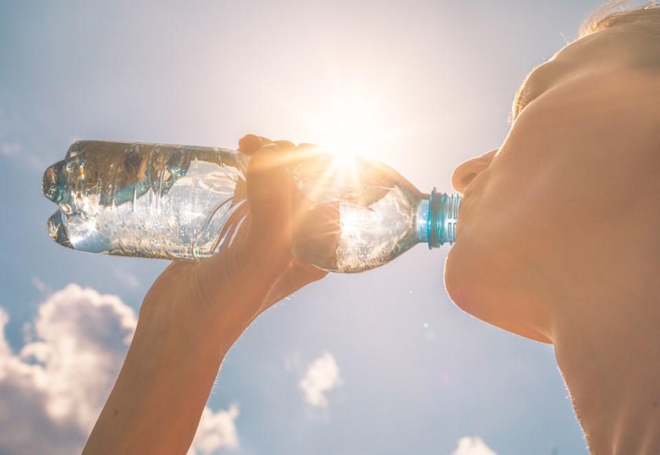 071919-water bottle-hot-heat wave-AdobeStock_257992792