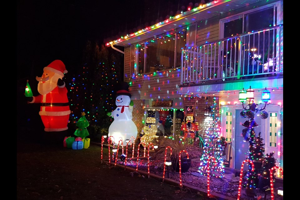 Griswold Christmas Lights.Five For Friday The Griswold Christmas Houses Of Kamloops